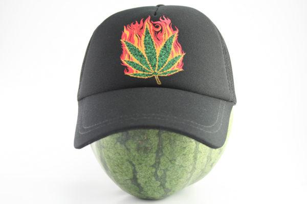 Casquette Noire Marijuana sur Flammes