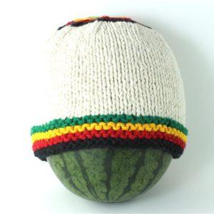 Bonnet Blanc Coton Tricoté Main Avec Bandes Couleurs Reggae