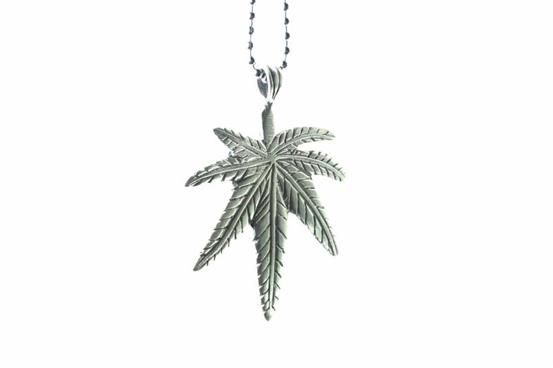 full metal necklace cannabis leaf pendant all metallic necklace rasta. Black Bedroom Furniture Sets. Home Design Ideas