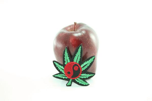 Ecusson Yin Yang Brodé Feuille Marijuana