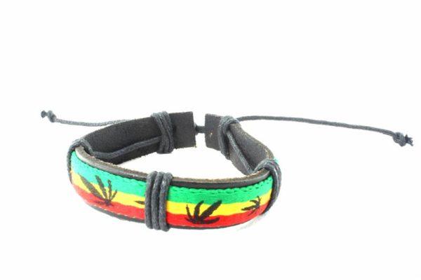 Bracelet Cuir Naturel aux Couleurs Rasta et Feuilles de Cannabis