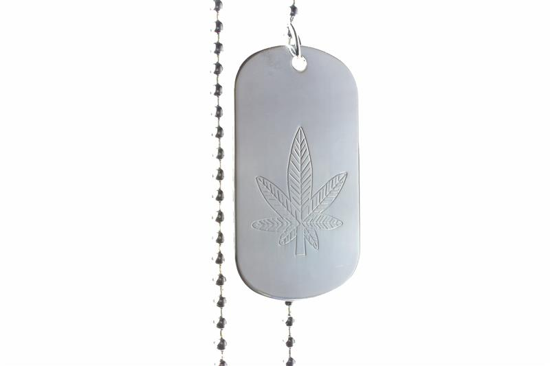 collier plaque militaire soldat arm e am ricaine g i feuille de cannabis rasta. Black Bedroom Furniture Sets. Home Design Ideas