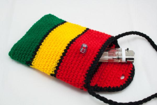 Mini Pochette Tricotée au Crochet Couleurs Rasta et Noir avec Bandoulière