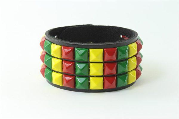 Bracelet en Cuir Clouté Couleurs Vert Jaune Rouge Métalliques