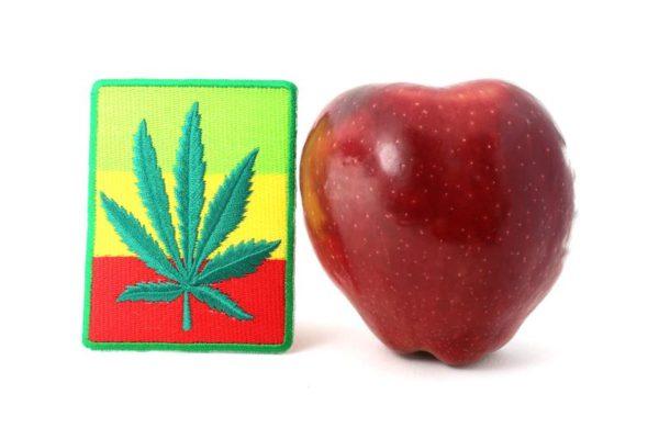 Écusson Facile à Coller ou à Coudre feuille Cannabis et Drapeau Rasta