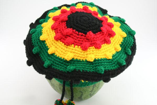 Béret à Visière Tam Fait Main Crochet Noir et Couleurs Rasta